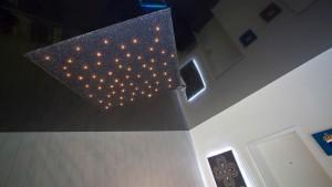 Spanndecke mit DIPline Steckleuchtendecke als Sternenhimmel