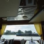 Ausflugschiff auf dem Rhein mit Spanndecke