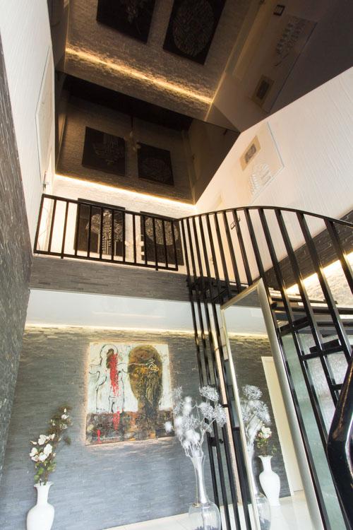 treppenhaus mit gewinkelter spanndecke spanndecken mettner. Black Bedroom Furniture Sets. Home Design Ideas