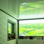 LED-Beleuchtung und Beamerwand zu Spanndecke