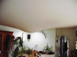 Wasserschaden oberhalb einer Spanndecke - alles hält. Nur einer der vielen Spanndecken-Vorteile