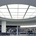 Die zentrale Lichtdecke im Atrium des Shopping-Centers