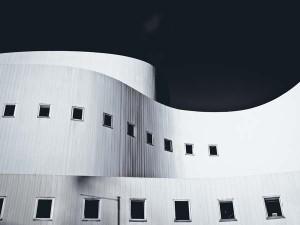 Spanndecken Düsseldorf - auch komplizierte Formen und gewellte Wände