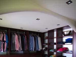 Spanndecken-Beispiele im Schlafzimmer und begehbarer Kleiderschrank
